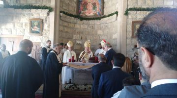 Matar presides over mass venerating Christ shroud replica